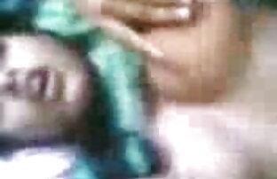 कदम बहन पैर. जुर्राब धारियों और गुजराती बीपी ब्लू फिल्म गंध बदबूदार पैर घर पर