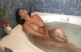 निगल लिया slurping पर एक कठिन सेक्सी ब्लू पिक्चर बीपी मुर्गा